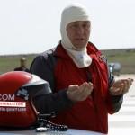 مغنى البوب Metin Senturk المصاب بالعمى يحقق رقم قياسي في السرعة