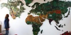خريطة للعالم من نوع جديد مصنوعة من قطع الكمبيوتر