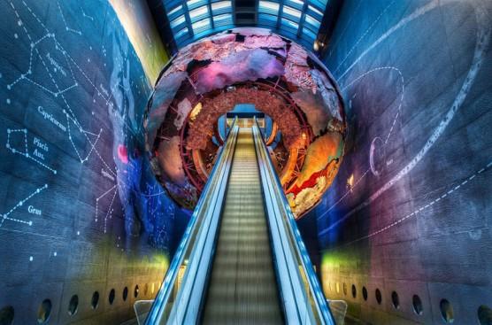 مدخل المنطقة الحمراء في متحف التاريخ الطبيعي في لندن